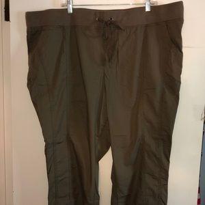 NWOT Torrid light brown/khaki capri pants